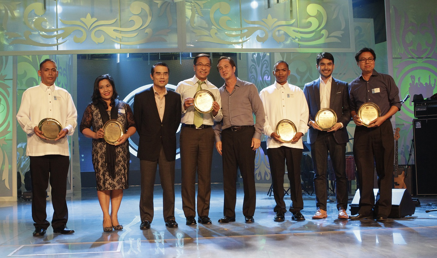 Lopez Group Yolanda heroes feted